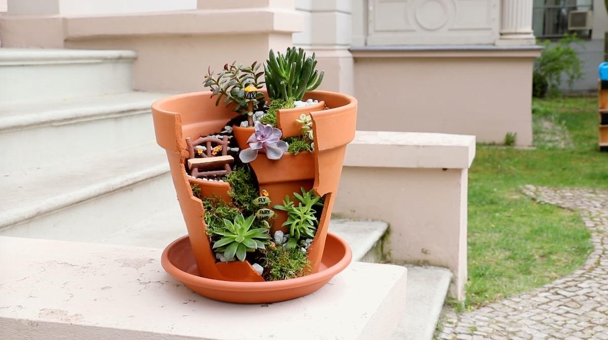 Transformer un pot de fleurs cassé en un jardin féerique