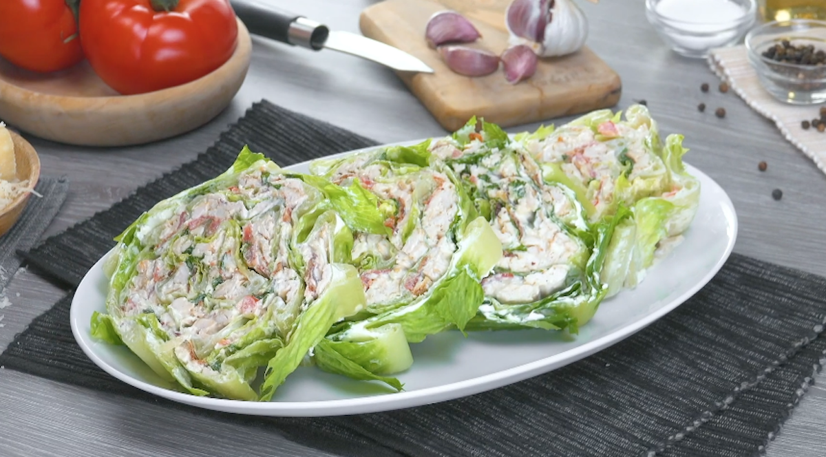 salade farcie au poulet, au lard et aux tomates