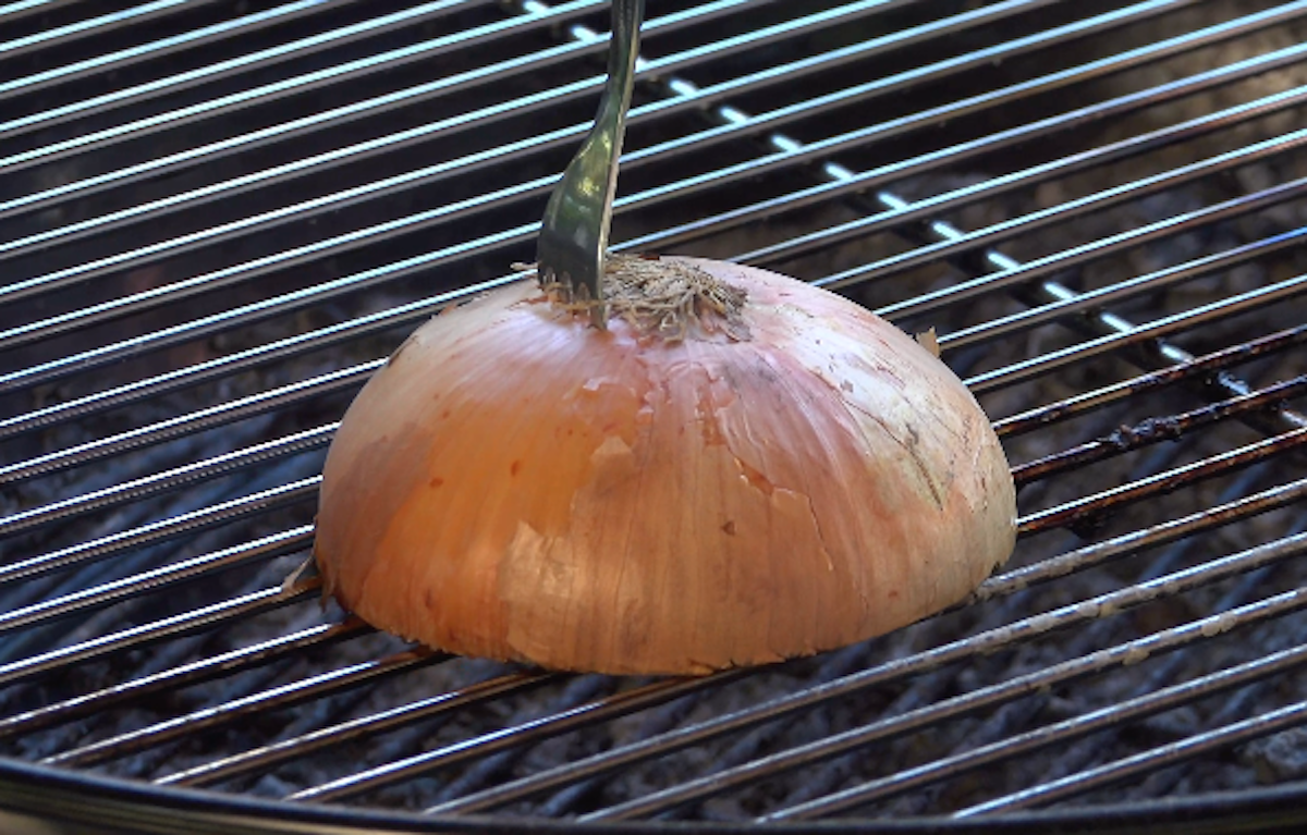 frotter la grille avec un oignon