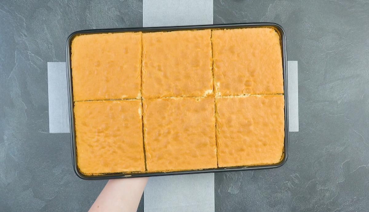 couper le gâteau éponge en 6