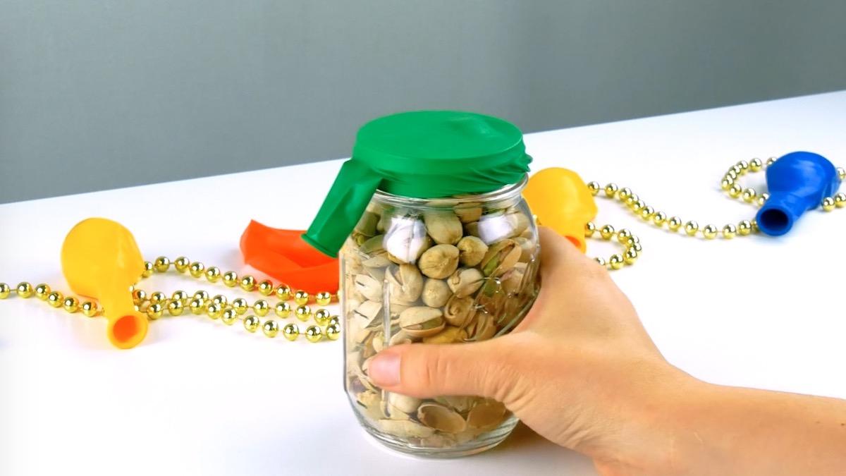 use a balloon to close a jar