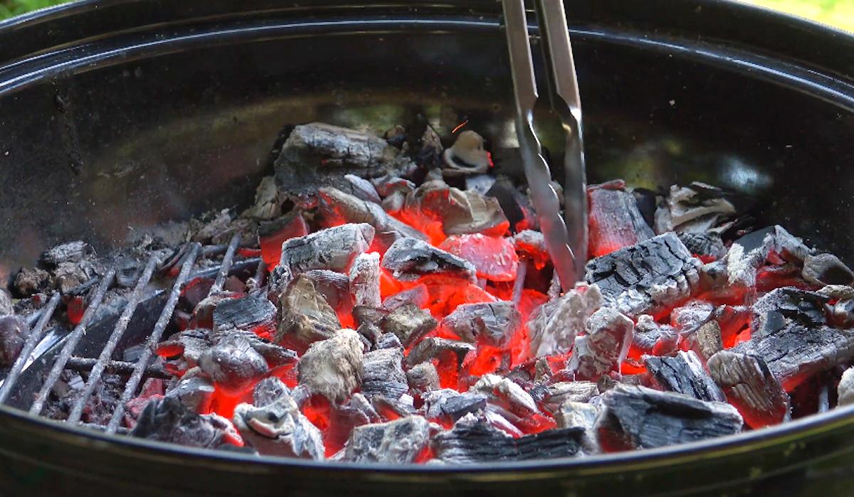charbon dans le barbecue