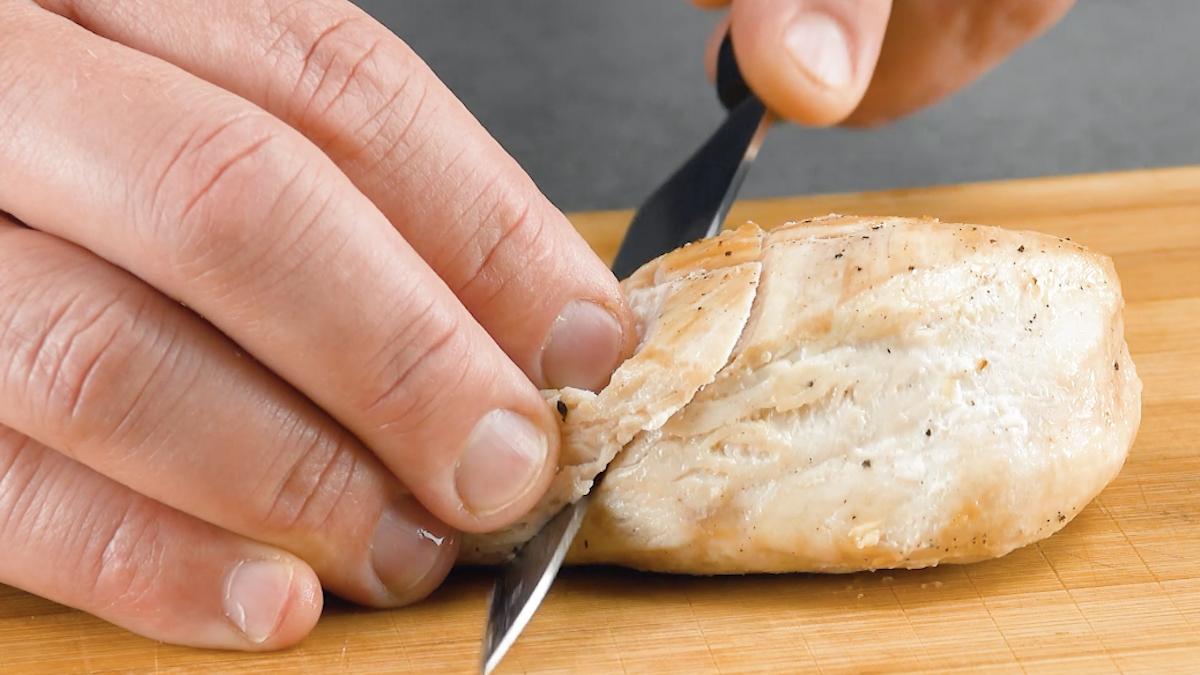 couper les blancs de poulet