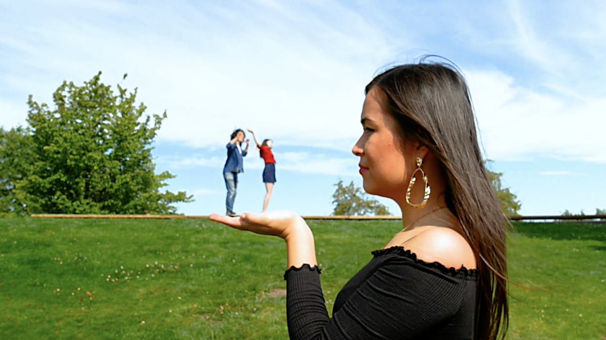 illusion with 2 people in the hand of a third