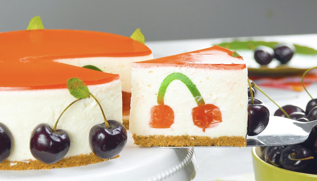 gâteau avec un motif en forme de cerise