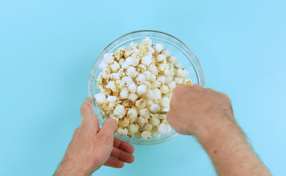 mix the popcorn with the marshmallow