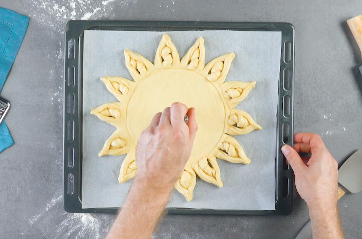 piquer la pâte avec une fourchette