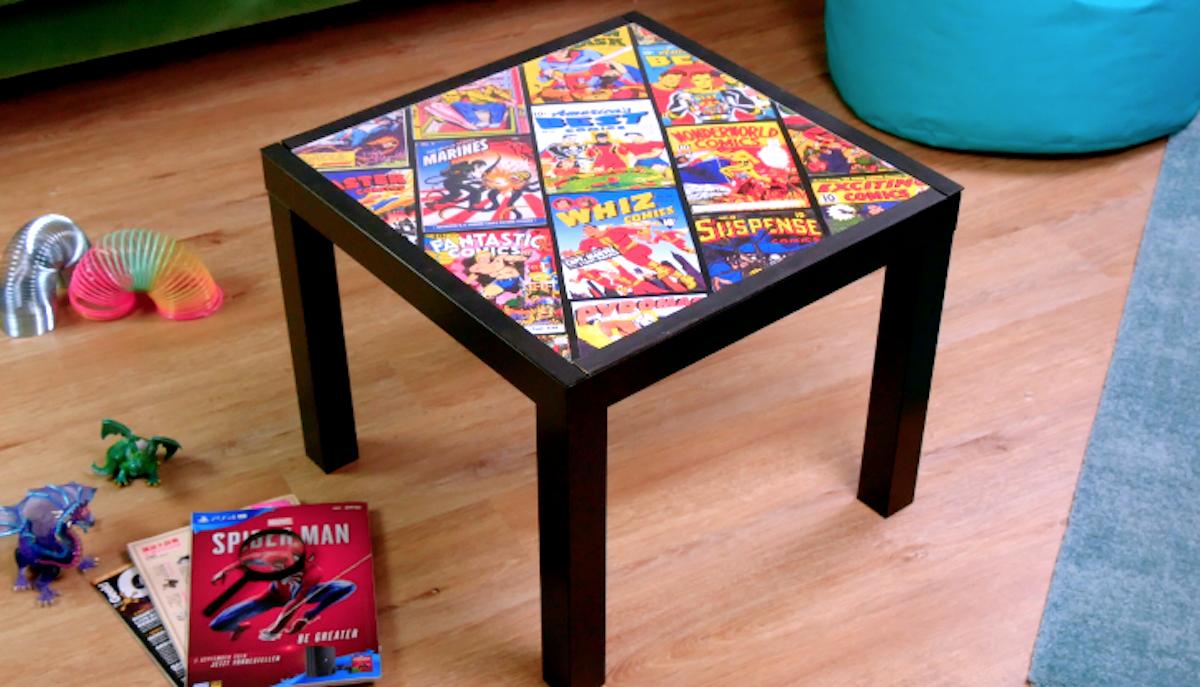 table recouverte de bd