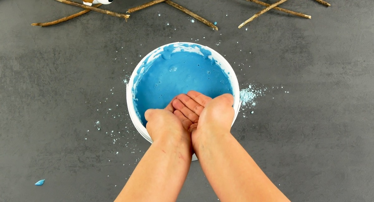 put your hands in the alginate