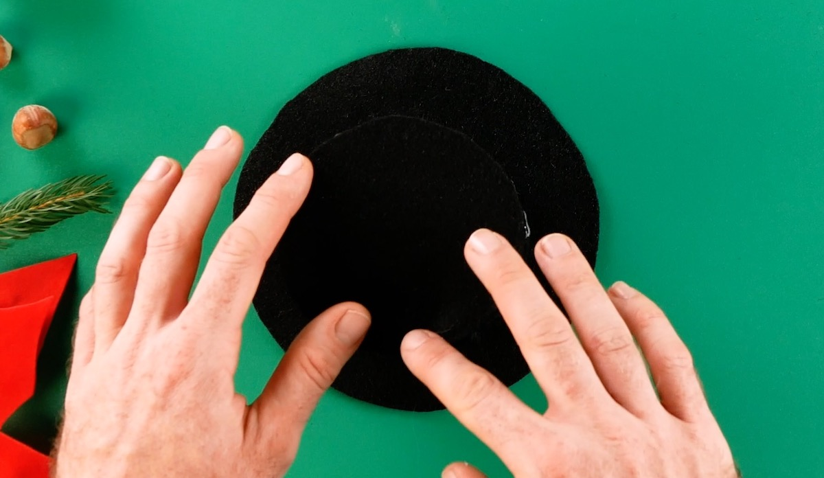 make a hat with the felt