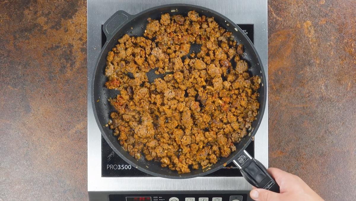 préparer et assaisonner la viande hachée