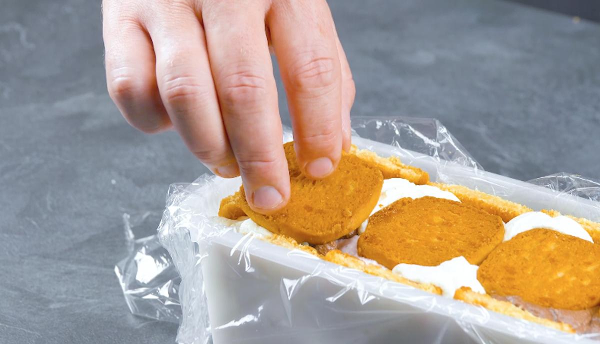 recouvrir la crème de biscuits