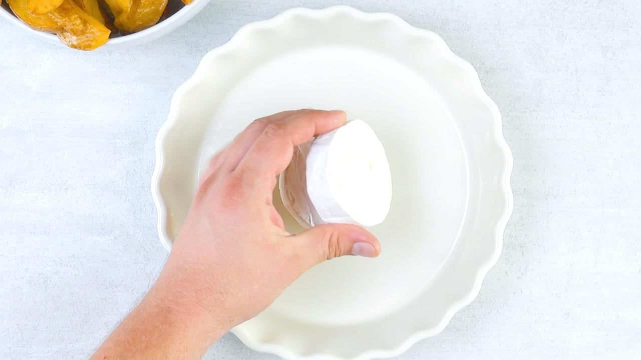 mettre le camembert dans le plat