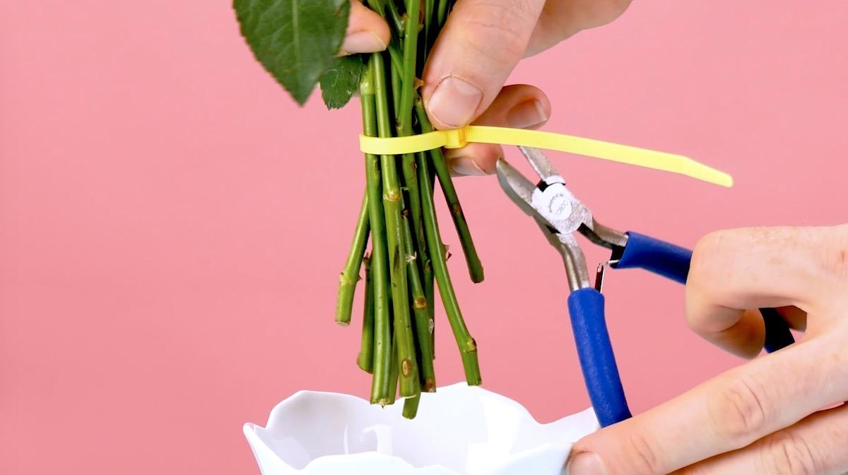 Arrange a bouquet with a cable tie
