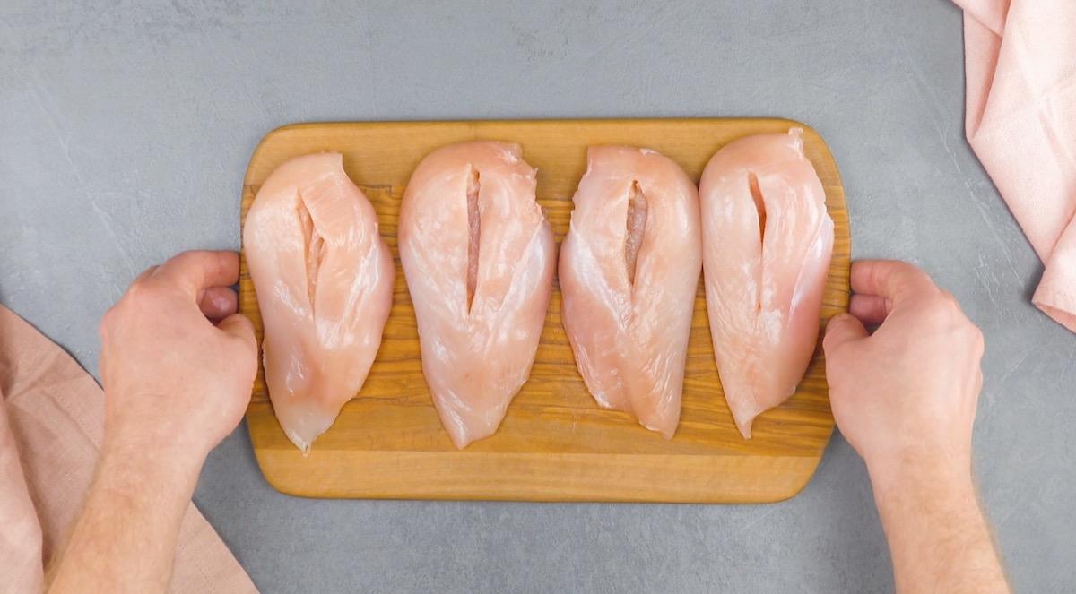 faire des entailles dans les blancs de poulet