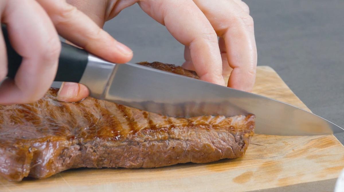couper la viande en 4