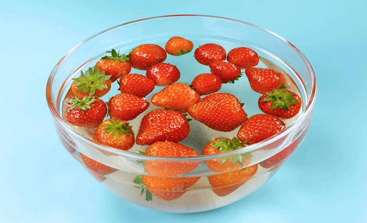 Eliminate insects from strawberries