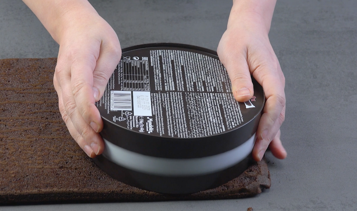 découper 2 cercles dans la pâte avec une boite