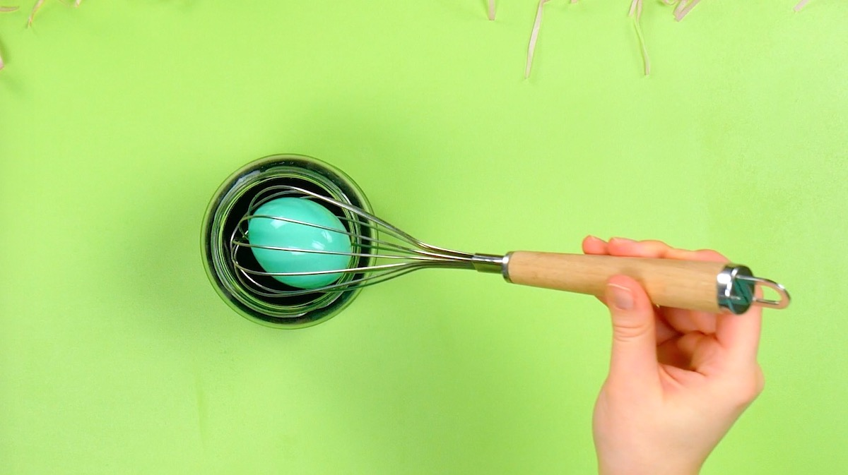 Color the Easter eggs with a whisk