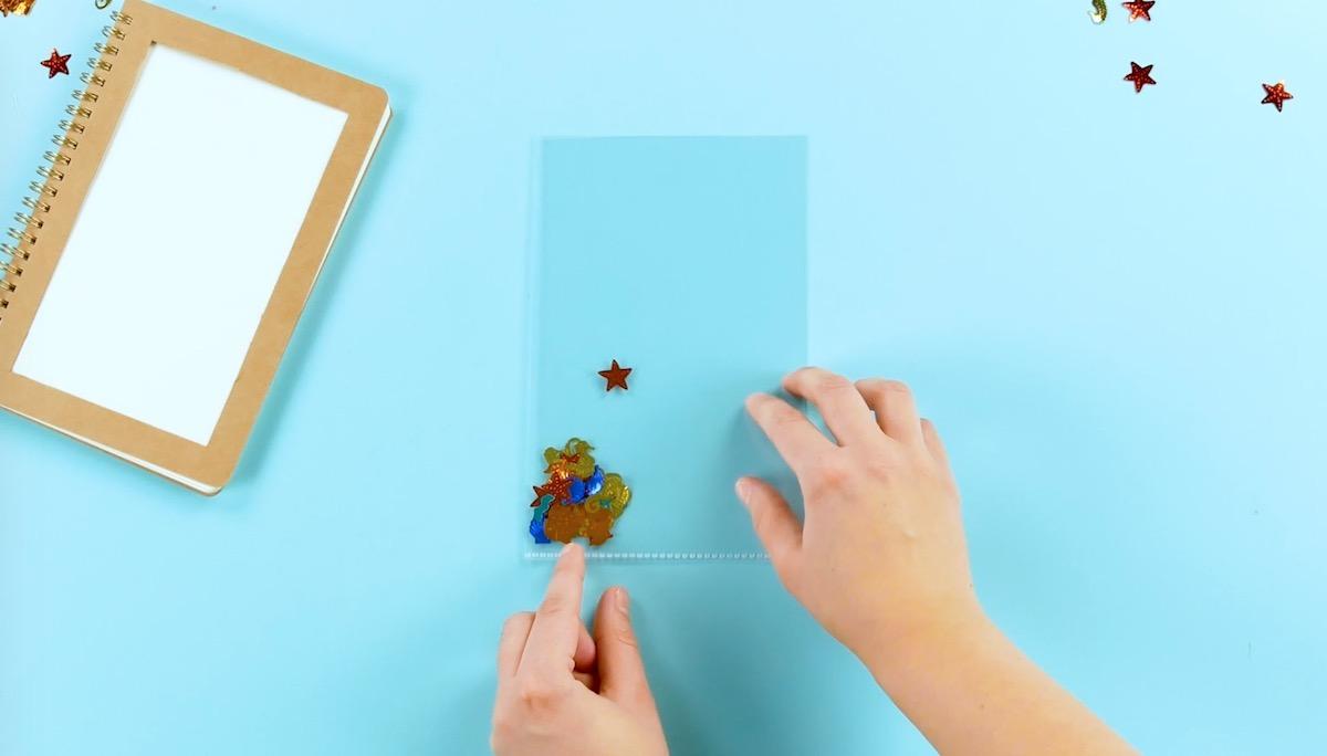 remplir la couverture transparente de confettis