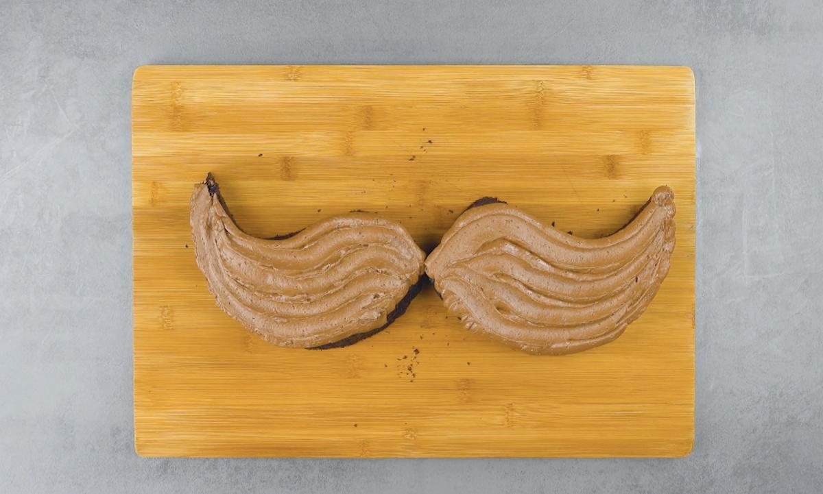 gâteau en forme de moustache
