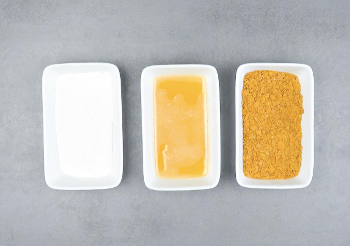 farine, œuf et corn flakes