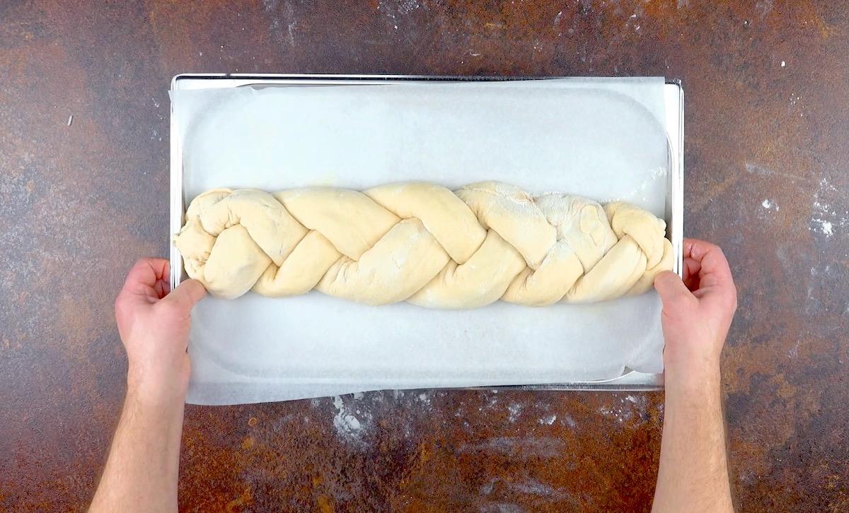 former une tresse avec la pâte