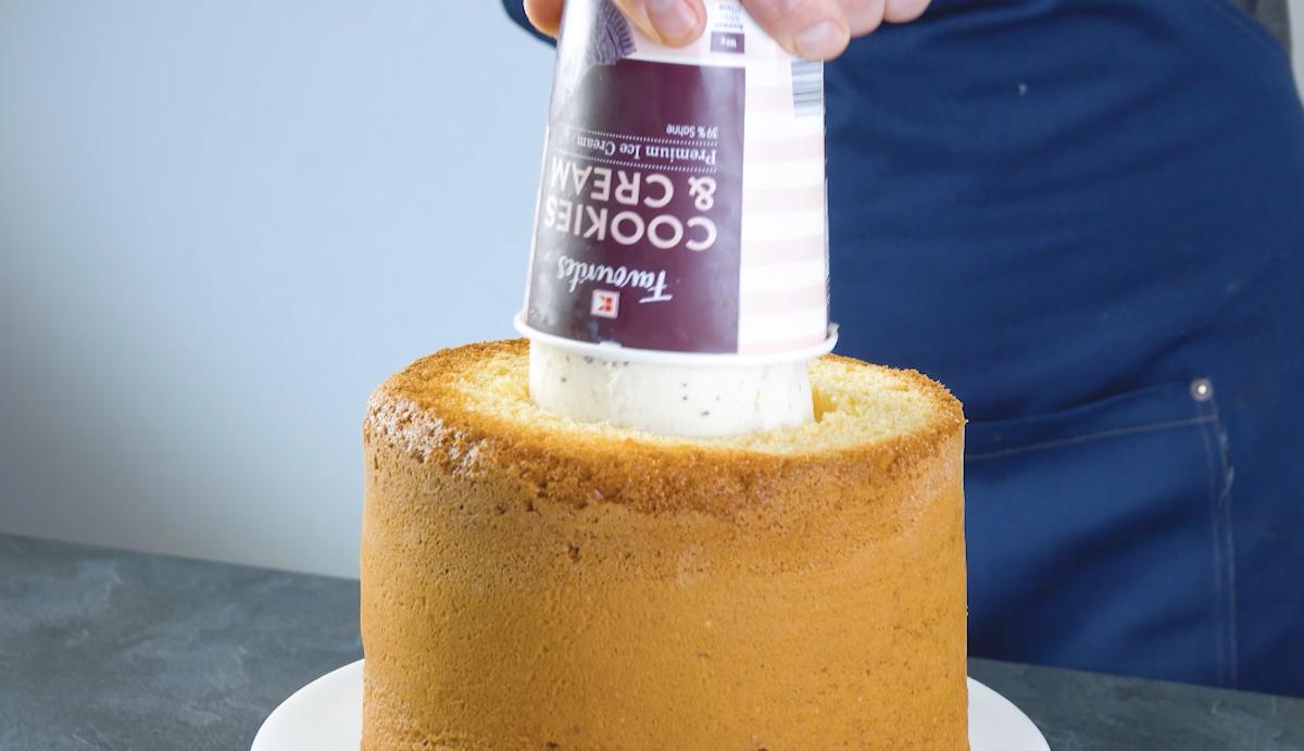 mettre la glace dans le gâteau