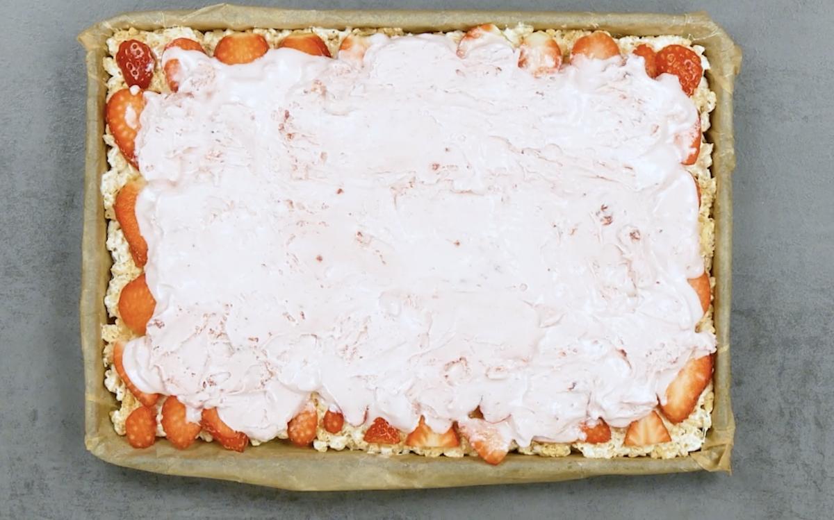 étaler la glace sur les fraises