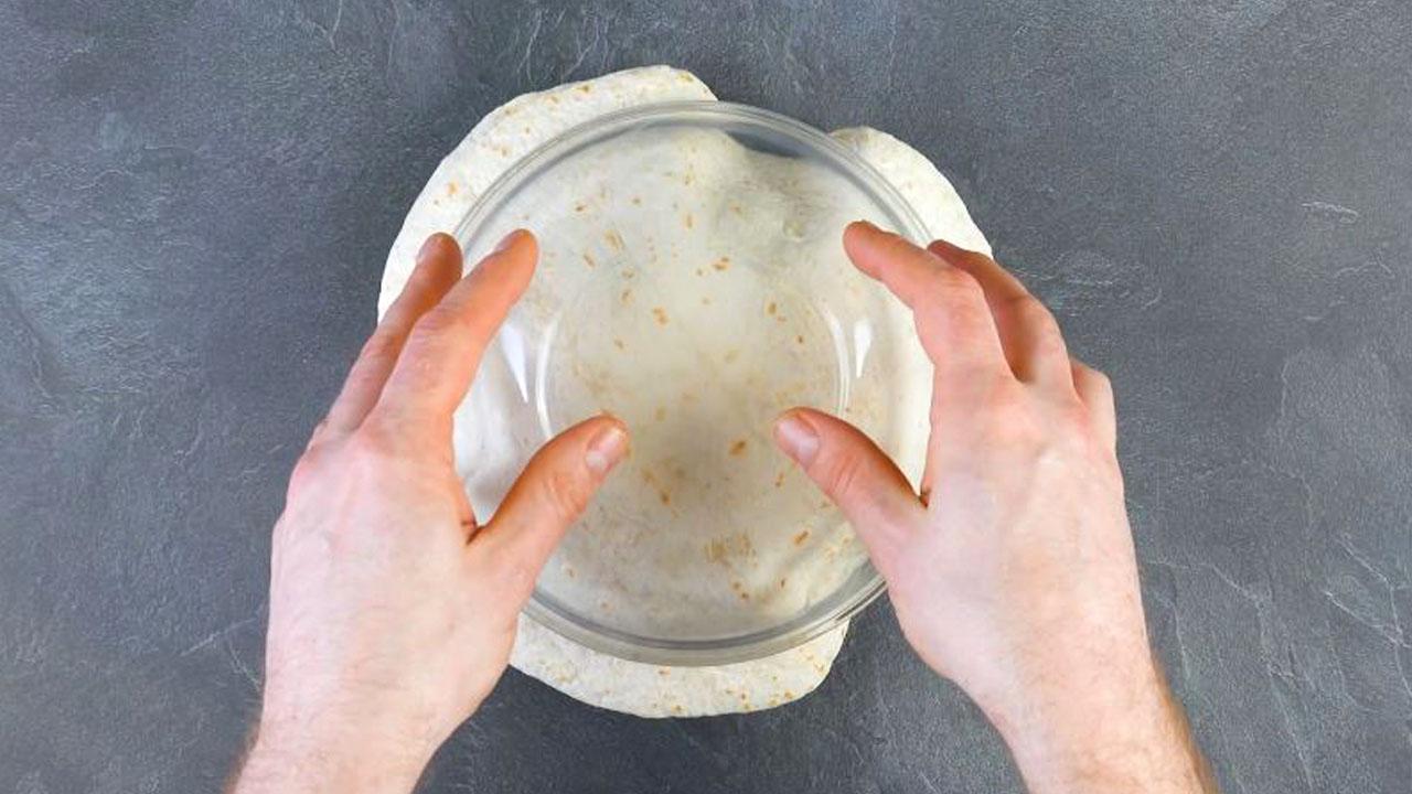 placer 2 tortillas entre 2 saladiers