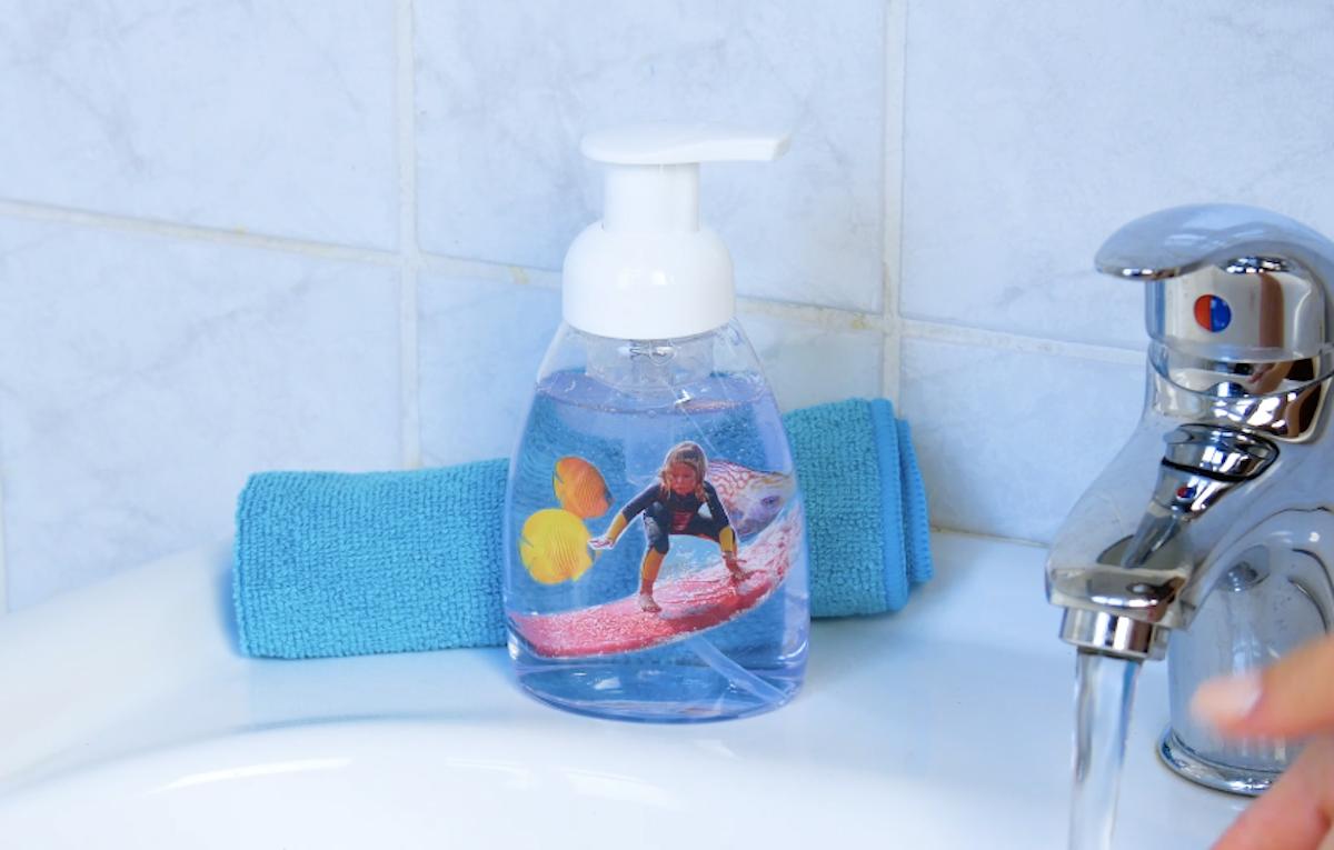 distributeur de savon avec photo