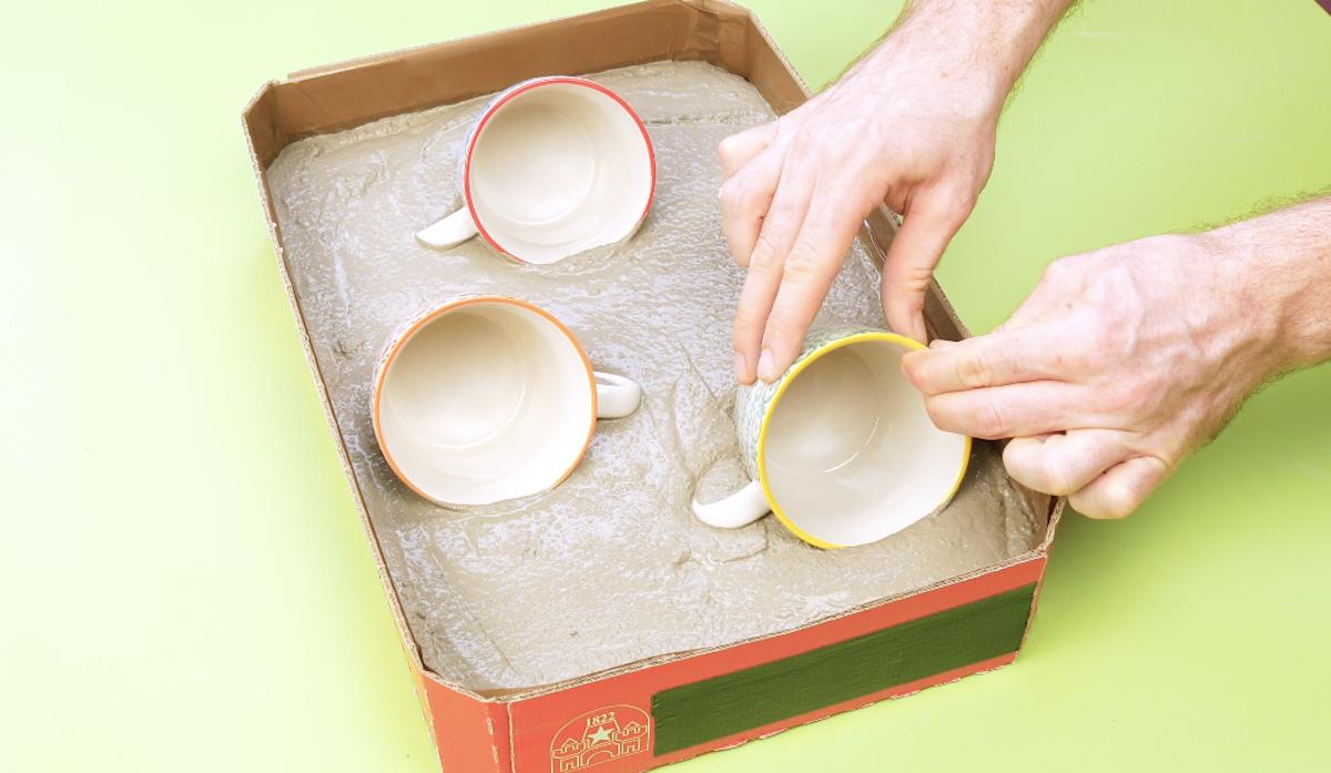placer des tasses dans le béton