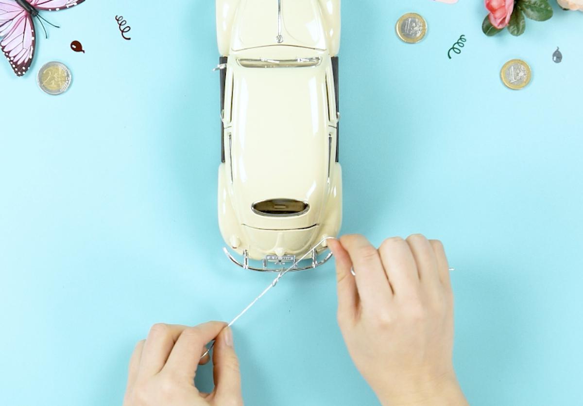attacher une ficelle à la voiture