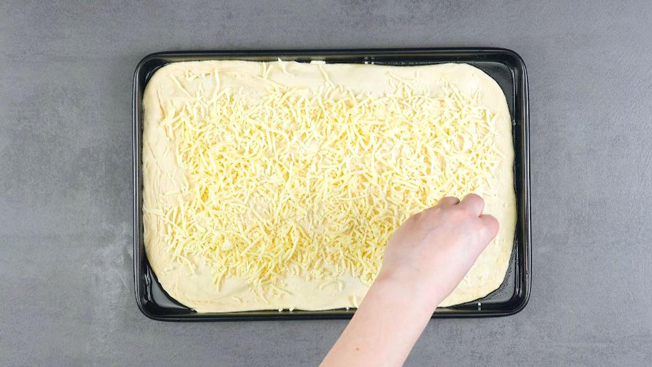 recouvrir la pâte de mozzarella