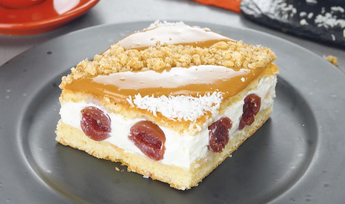 Tarte aux cerises à la crème avec stries de caramel