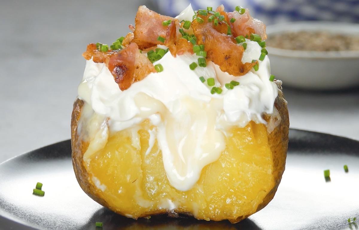 pomme de terre à la crème aigre et au bacon