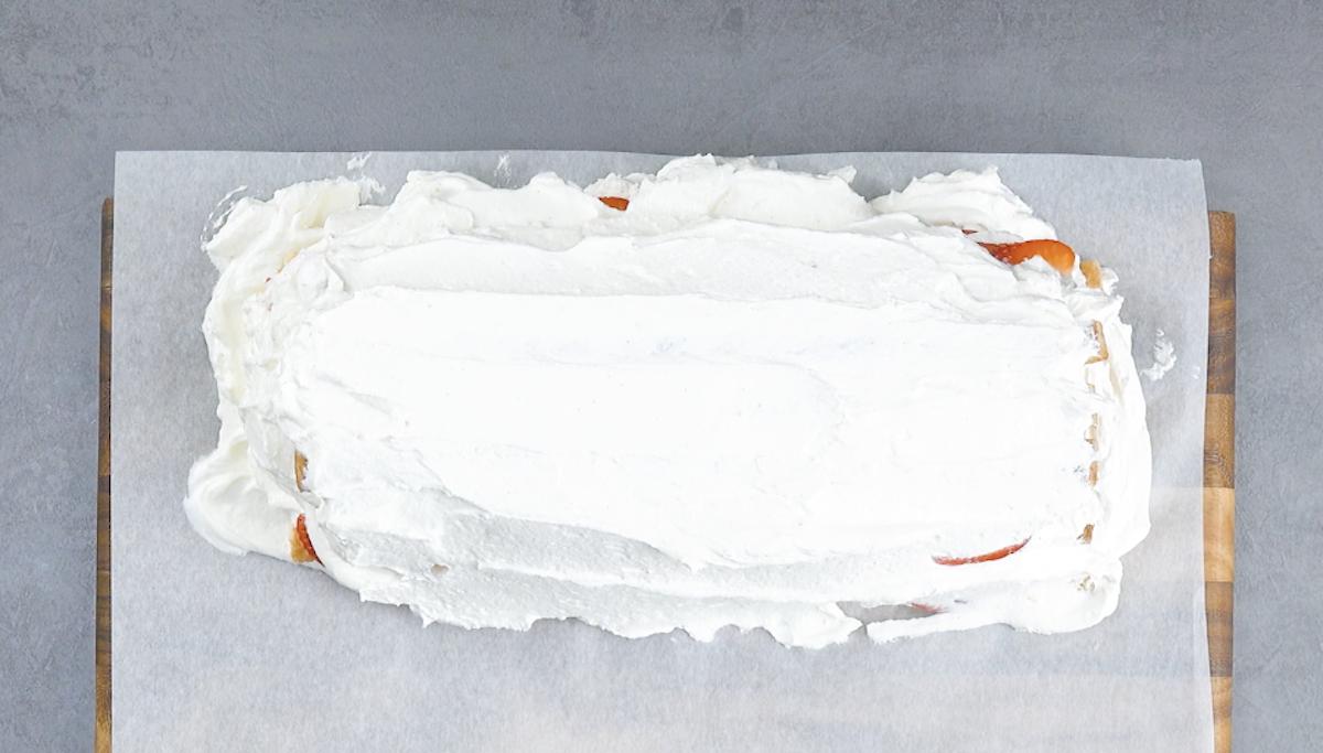 superposer les couches et recouvrir le tout de crème