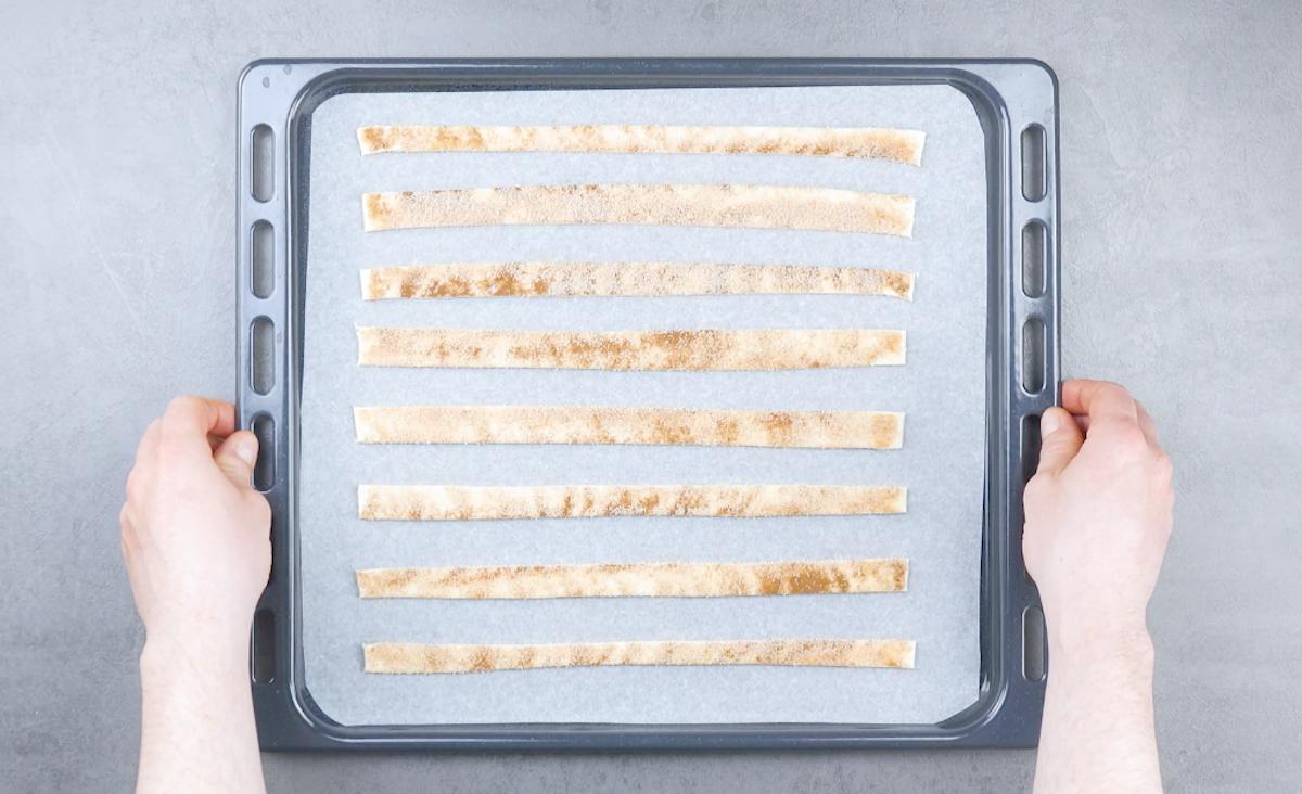 faire cuire les bandes de pâte feuilletée au four