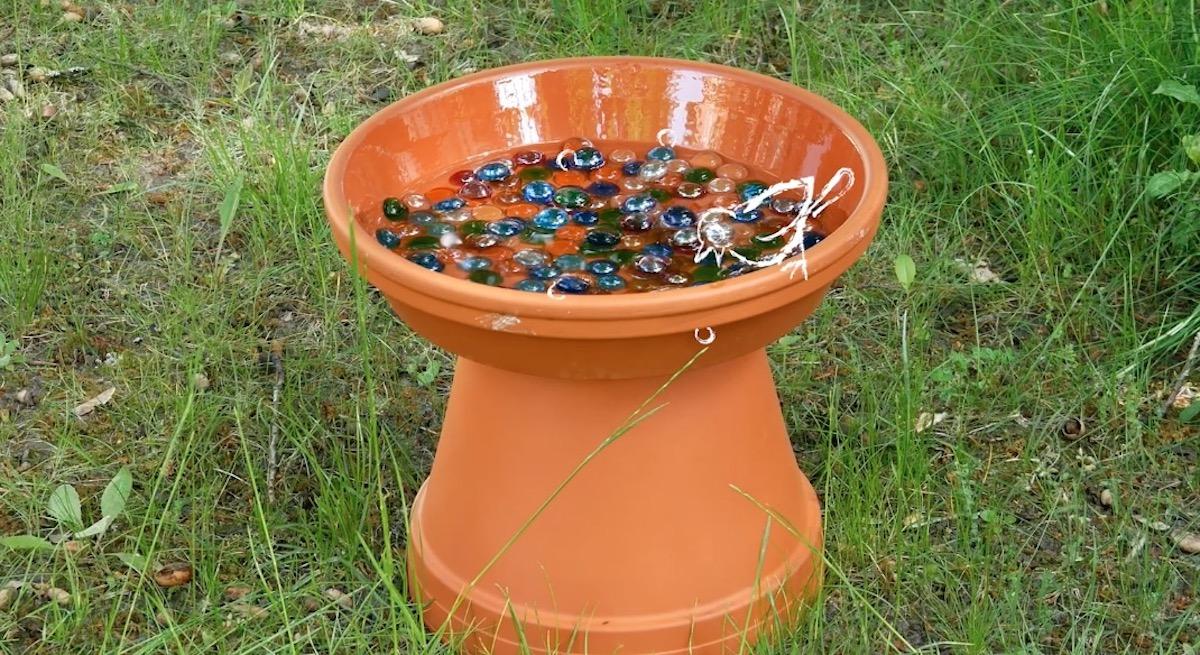 Fontaine à oiseaux faite maison