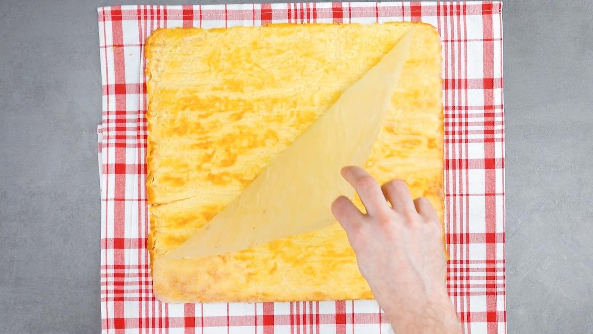 laisser refroidir les omelettes sur un torchon