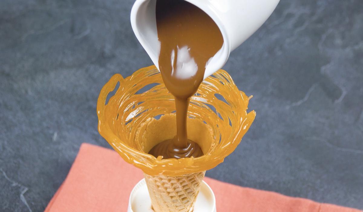 remplir le cornet de Nutella