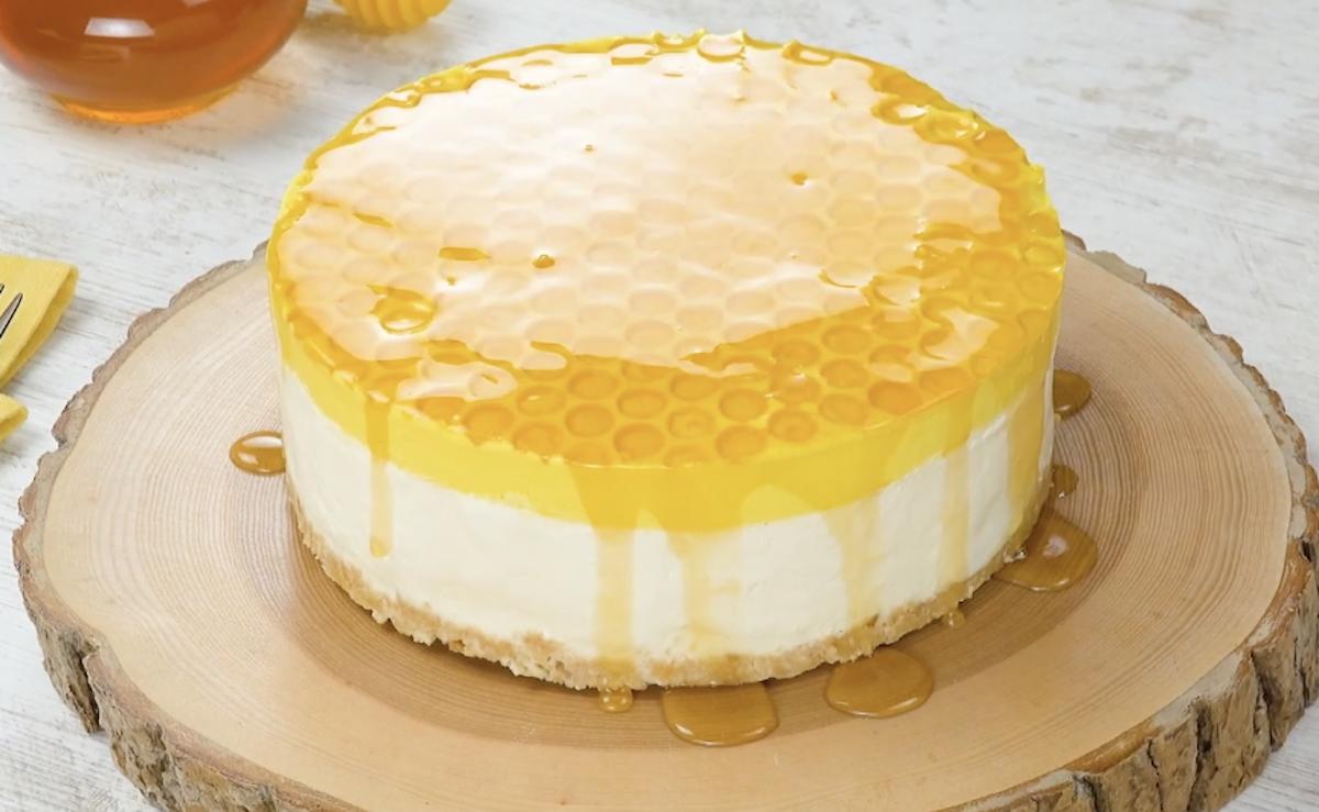 gâteau au fromage frais avec du miel