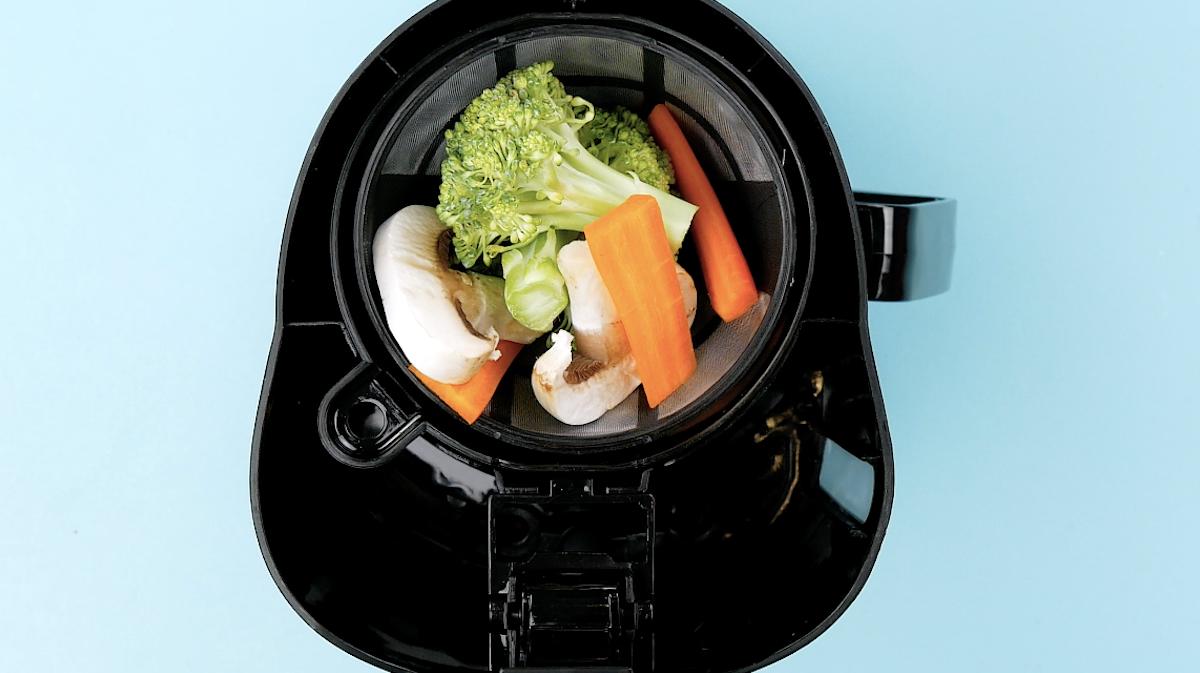 mettre les légumes dans la machine à café