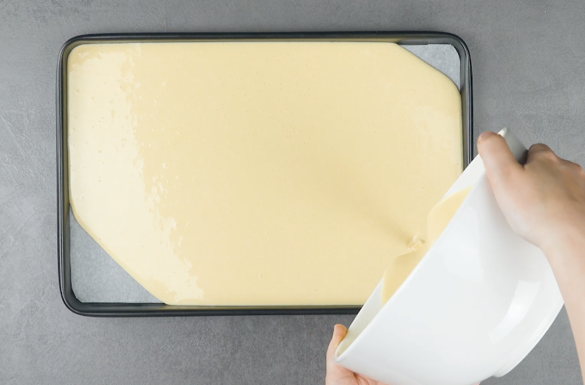 verser la pâte sur la plaque