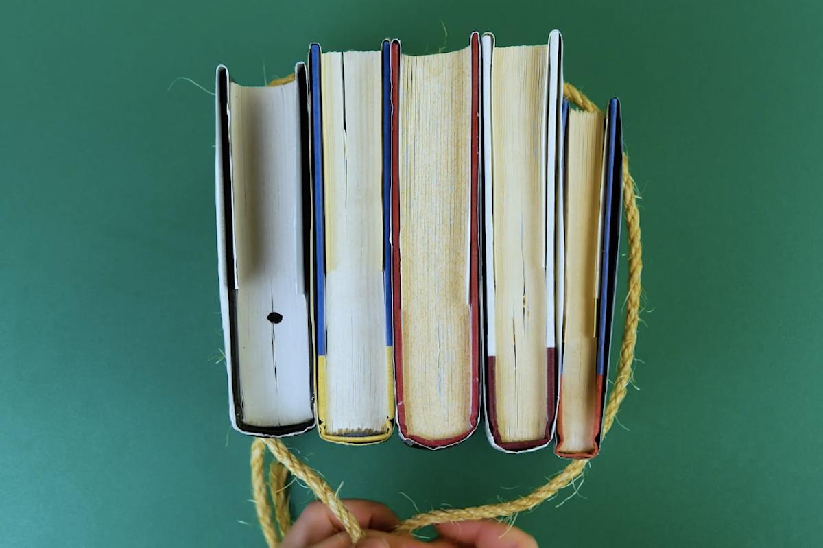attacher des livres