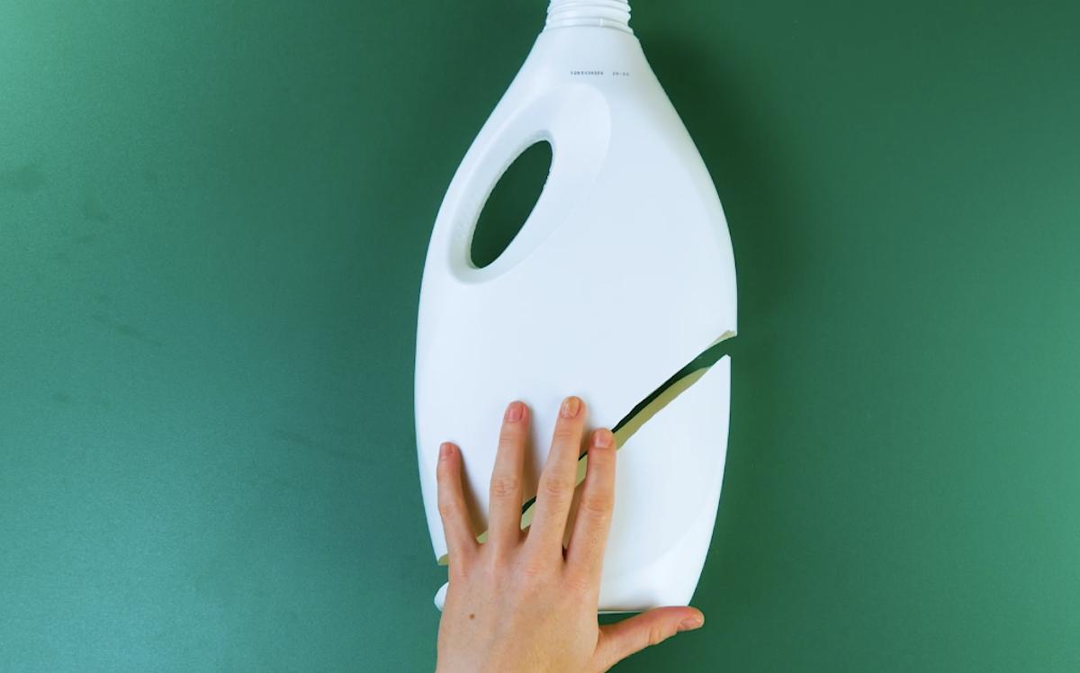 couper le bidon en plastique